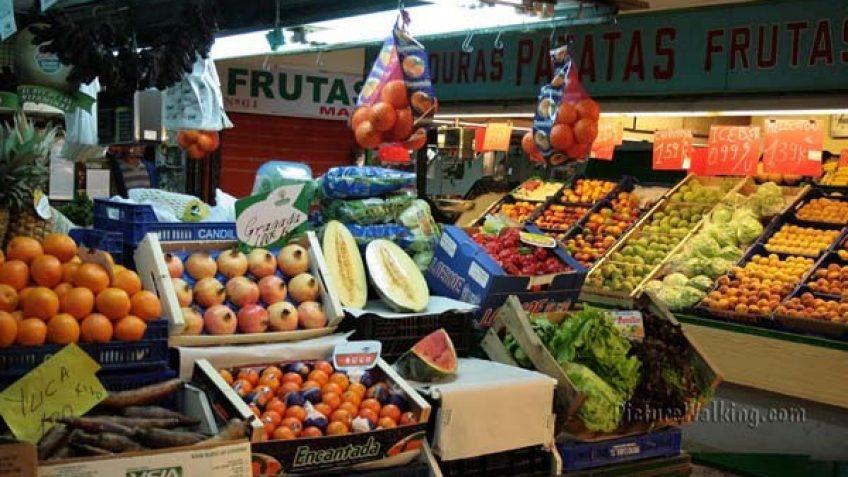 Frutería en el Mercado Los Mostenses, Madrid