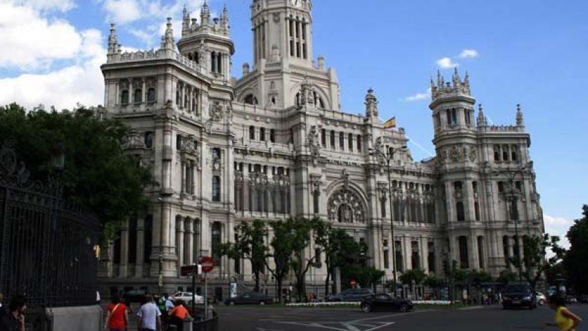 Palacio de La Cibeles, antes llamado Palacio de las Comunicaciones o Palacio de Correos