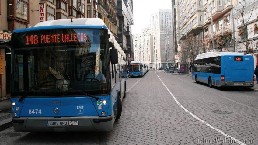 Autobuses urbanos en la Plaza Callao