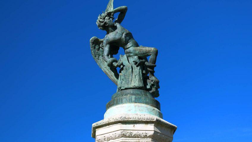Escultura Angel Cayendo