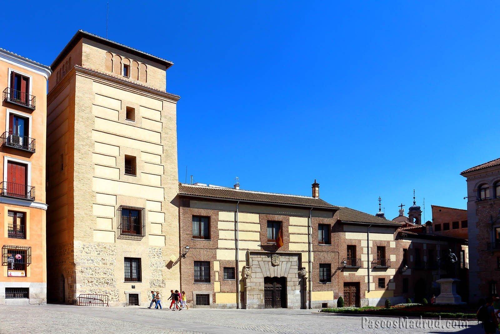 Casa de los Lujanes, en Plaza de la Villa