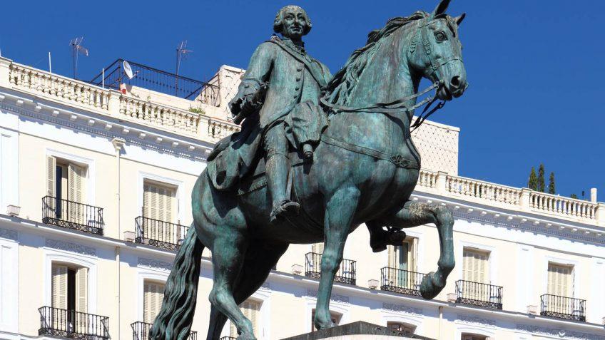 Estatua del Rey Carlos III en Puerta del Sol