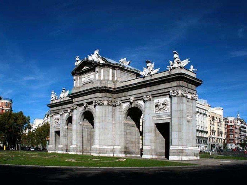 Madrid andaluc a c del sol toledo for Puerta 8 bernabeu